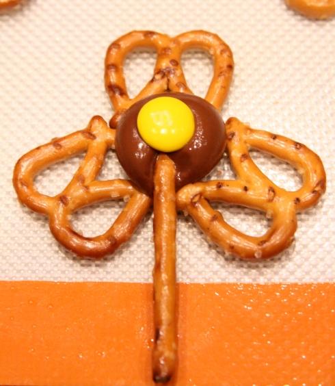 Spring pretzel Flowers